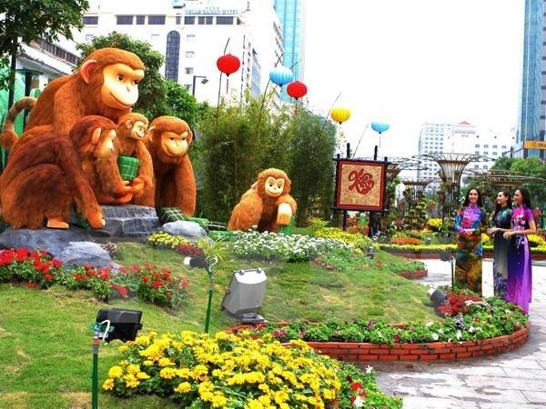 President opens HCM City's flower street hinh anh 1