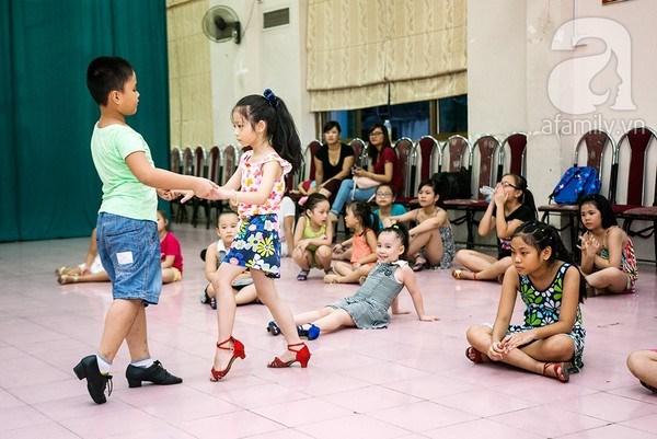 Dancesport becomes popular in Hanoi hinh anh 1