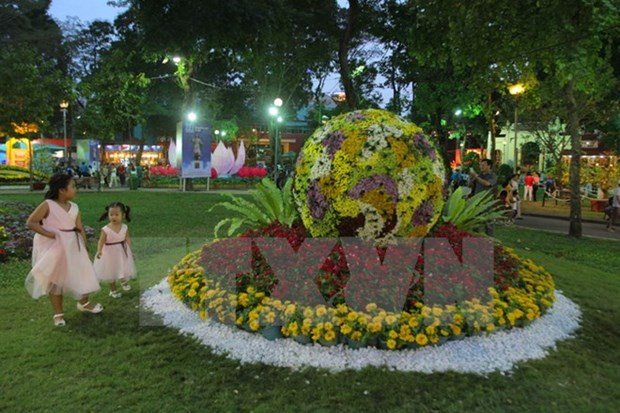 Jubilant celebrations ring in Year of the Monkey hinh anh 1