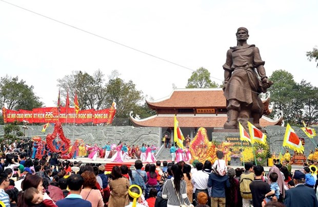 Deputy PM attends opening of Dong Da festival hinh anh 1