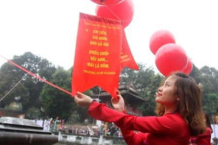 Hanoi to host Vietnam Poetry Day hinh anh 1