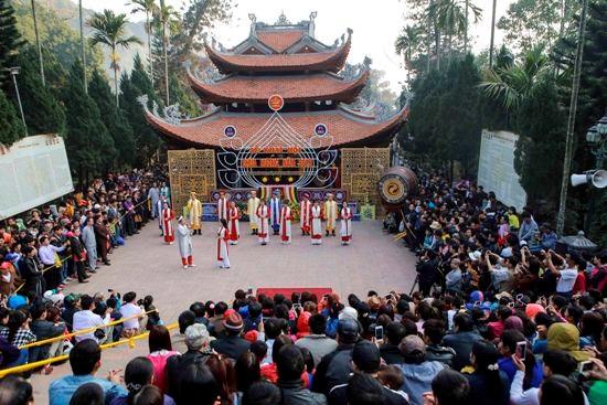Huong Pagoda Festival officially opens hinh anh 1