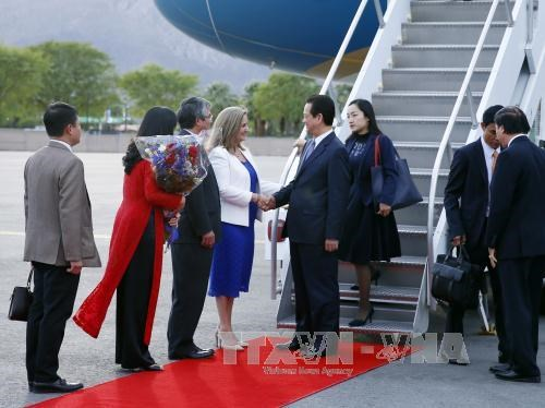 Prime Minister arrives in US for special ASEAN-US summit hinh anh 1