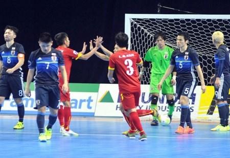Vietnam upset Japan in futsal hinh anh 1