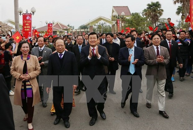 President joins annual springtime festival with ethnic groups hinh anh 1
