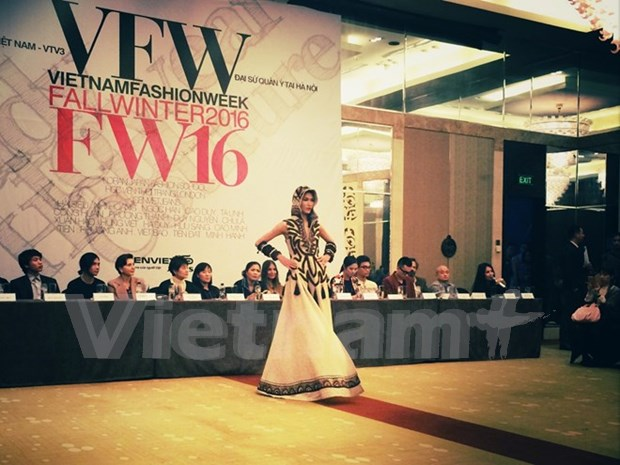 Vietnam Fall-Winter 2016 Fashion Week to open in Hanoi hinh anh 1