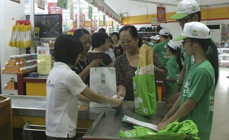 Environmentally friendly products a hard sell in Vietnam hinh anh 1