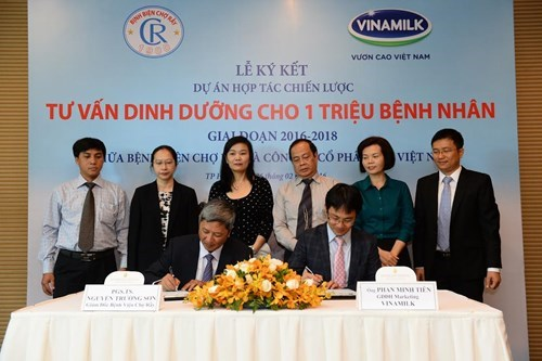 Hospital, dairy maker join hands in nutrition programme hinh anh 1