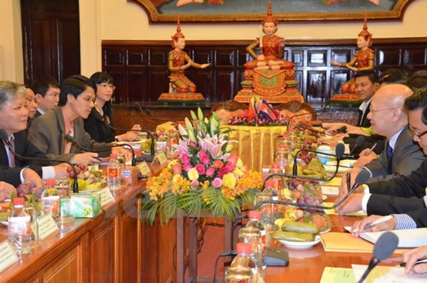Vietnamese, Cambodian justice sectors sign 2016 cooperation deal hinh anh 1