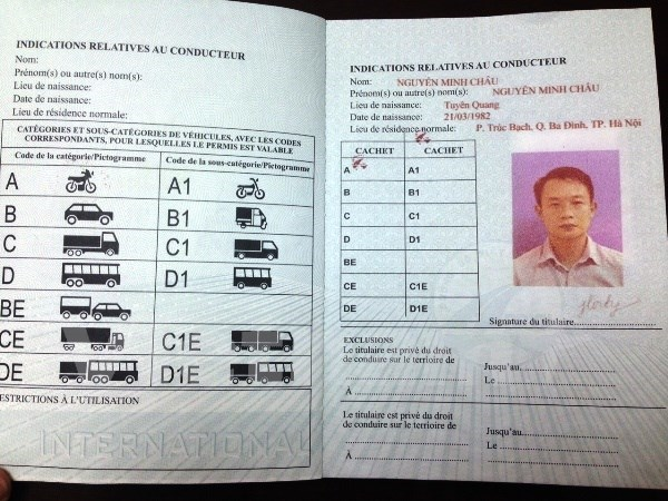 Hanoi begins issuing int'l driving licences hinh anh 1