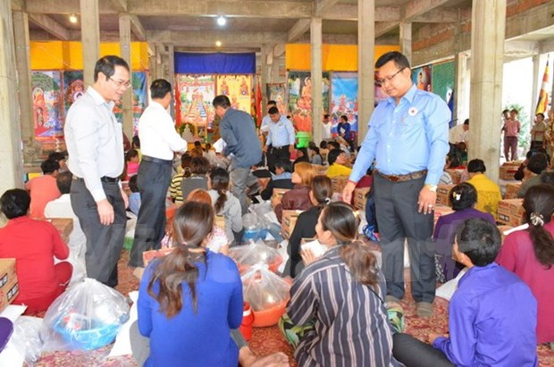 More aid delivered to fire-hit Vietnamese, Cambodians hinh anh 1