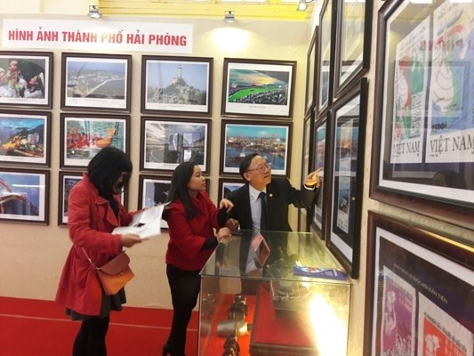 Exhibition on island sovereignty evidence opens in Hai Phong hinh anh 1