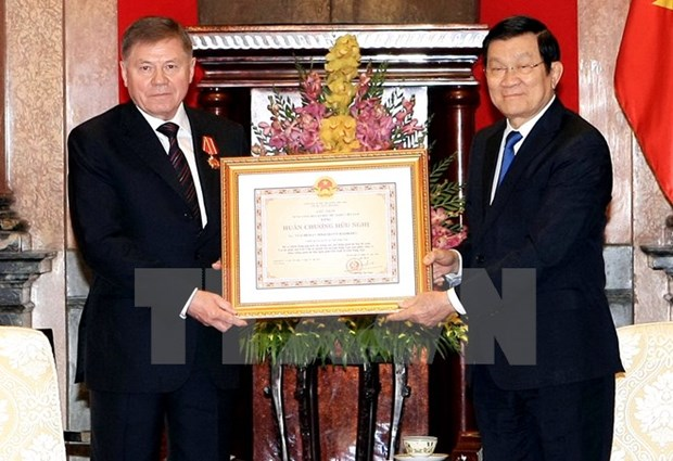 Vietnam bestows Friendship Order on Russian Supreme Court leader hinh anh 1