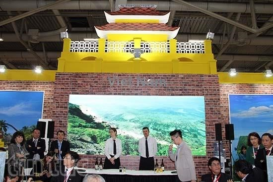 Vietnam promotes tourism in German travel trade fair hinh anh 1