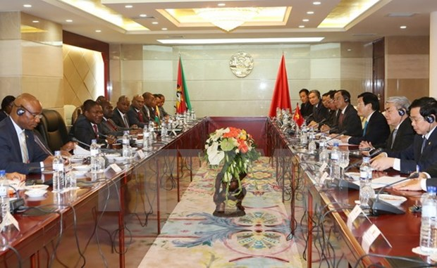 President holds talks with Mozambican counterpart hinh anh 1
