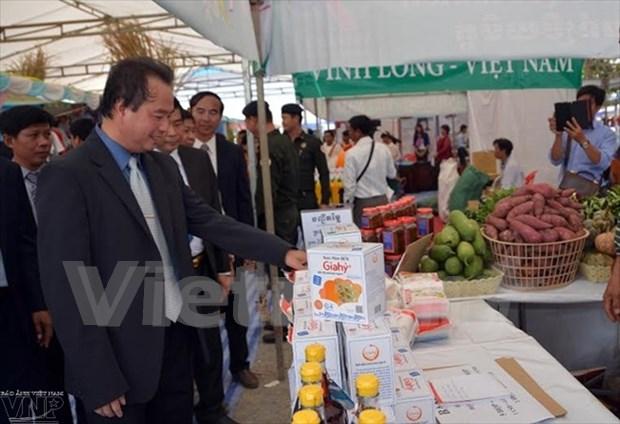 Vietnamese enterprises attend trade fair in Cambodia hinh anh 1