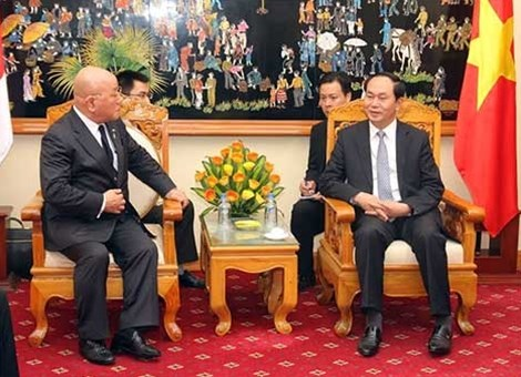 Adviser to Japanese PM pledges strengthening ties with Vietnam hinh anh 1
