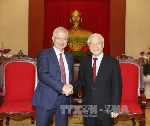 Party Secretary greets French NA President hinh anh 1