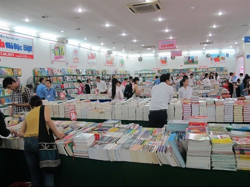 HCM City Book Expo promotes reading hinh anh 1