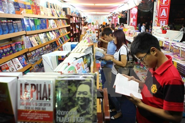 Ho Chi Minh City book fair introduces 300,000 titles hinh anh 1