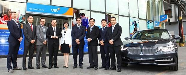 BMW, VIB sign strategic agreement hinh anh 1