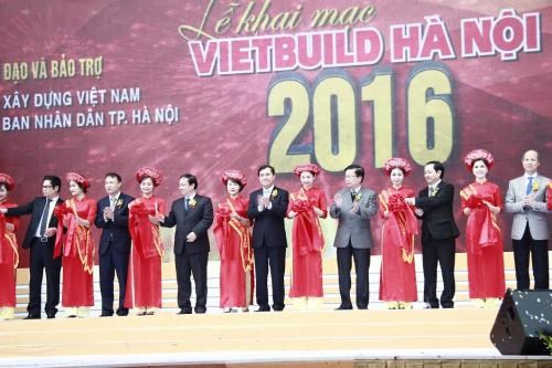 Nearly 450 firms join Vietbuild 2016 in Hanoi hinh anh 1