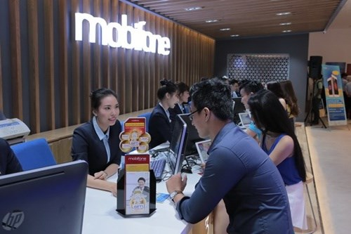 MobiFone to sell its shares at SeABank and TPBank hinh anh 1