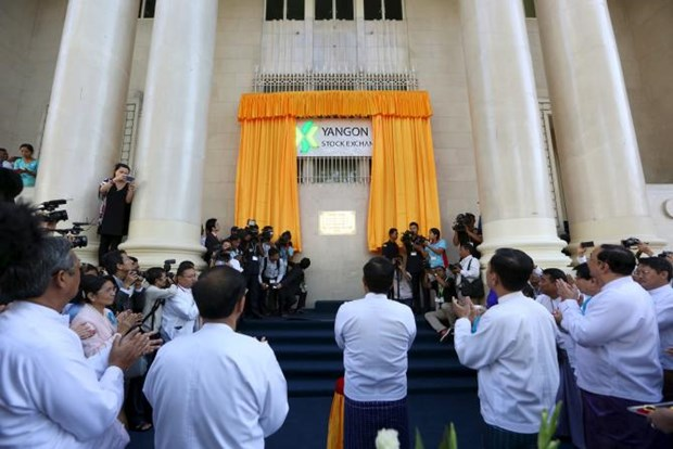 Myanmar's stock exchange begins first trading day hinh anh 1