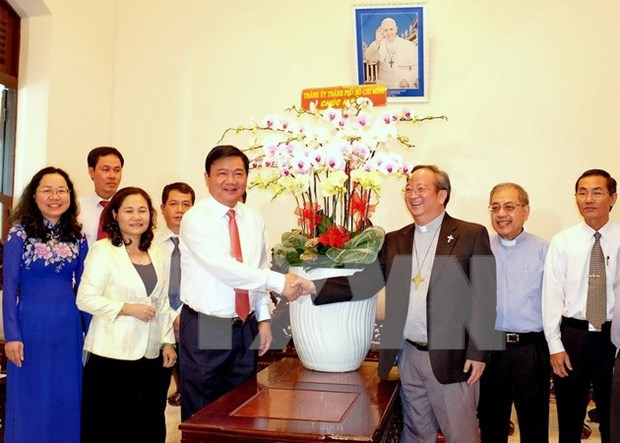 HCM City leaders congratulate Catholics on Easter hinh anh 1