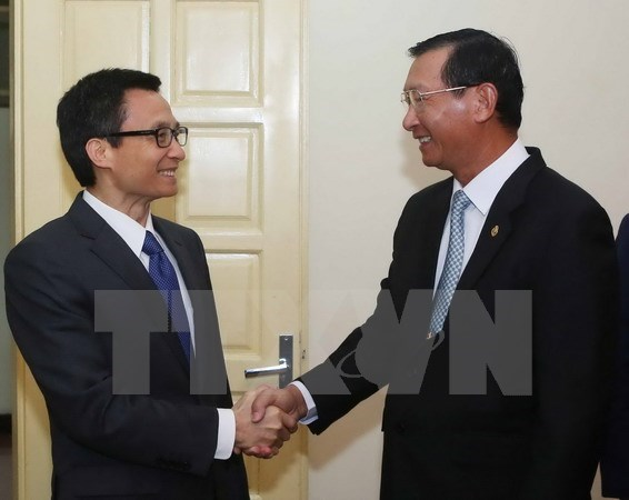 Deputy PM greets Cambodian industry minister hinh anh 1