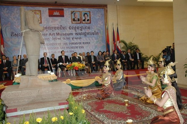 Cambodia welcomes home 10th century sandstone sculpture hinh anh 1