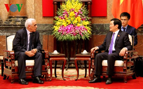 President welcomes First President of Algerian Supreme Court hinh anh 1