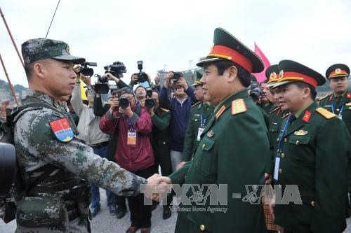 Vietnamese, Chinese defence ministers witness joint patrol hinh anh 1