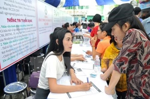 HCM City needs 70,000 workers in Q2 hinh anh 1