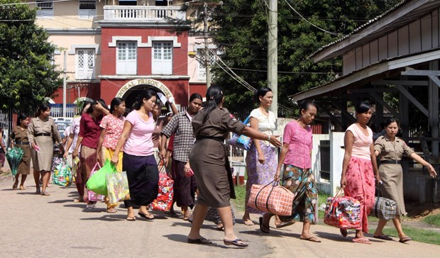 Myanmar frees 61 more political prisoners hinh anh 1