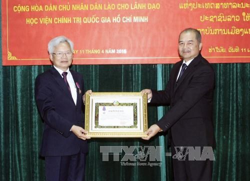 Ho Chi Minh National Politics Academy leaders honoured by Laos hinh anh 1