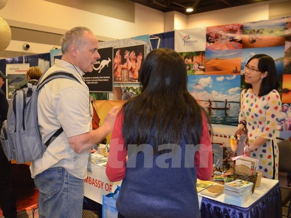 Vietnam takes part in tourism expo in Canada hinh anh 1