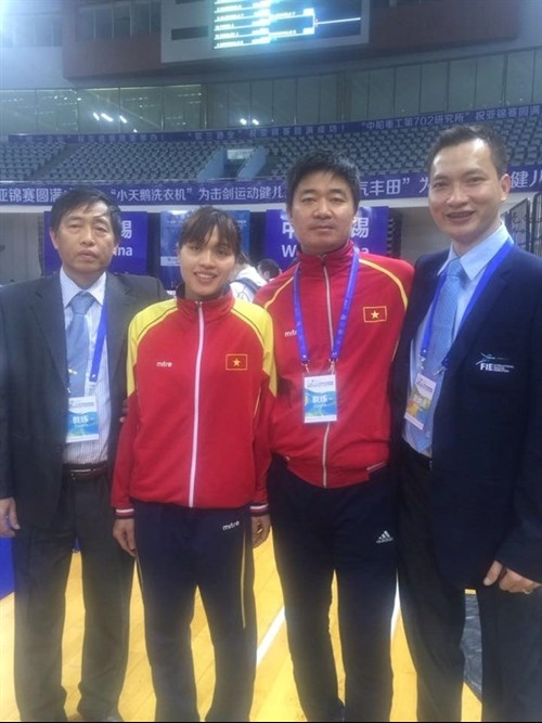 Vietnamese fencers grab Olympic tickets hinh anh 1