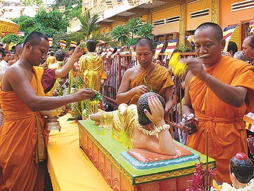 HCM City: Khmer people welcome Chol Chnam Thmay festival hinh anh 1