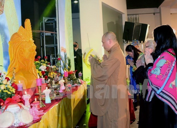 Overseas Vietnamese pay tribute to nation founders Hung Kings hinh anh 1