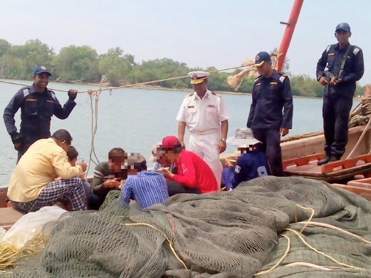 Malaysia detains 14 more Vietnamese fishermen hinh anh 1