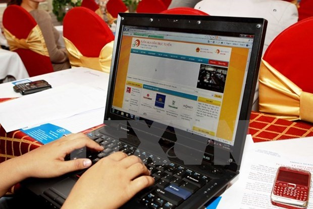 E-commerce sales surge 37 percent to 4 billion USD in 2015 hinh anh 1