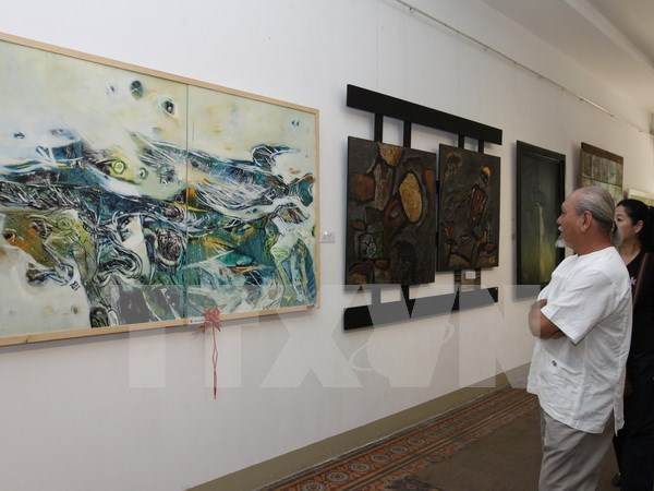 Traditional Vietnamese lacquer painting show in Hanoi hinh anh 1