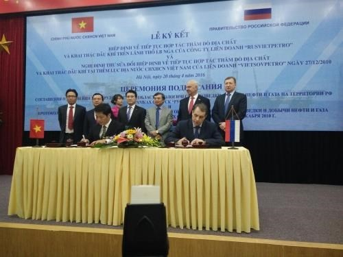 Vietnam, Russia sign deals on further oil and gas exploitation hinh anh 1