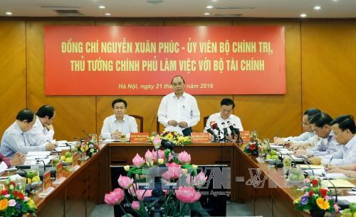 PM asks for measures to control state revenue loss hinh anh 1