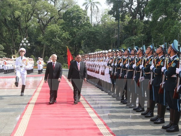 Vietnamese, Lao Party leaders underscore bilateral friendship hinh anh 1