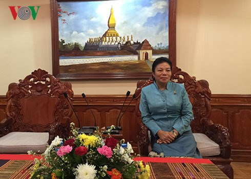 Vietnam visit shows Laos' priority on bilateral ties hinh anh 1