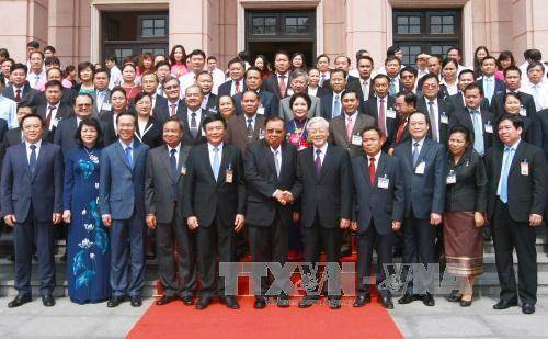 Lao top leader visits HCM National Academy of Politics hinh anh 1