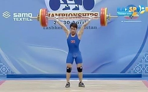 Weightlifter wins gold, silver at continental tournament hinh anh 1
