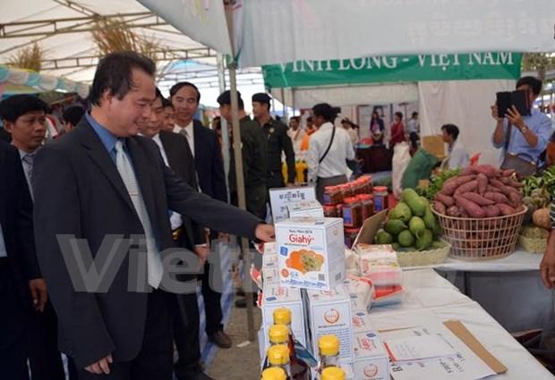 Trade fair underway in Soc Trang hinh anh 1